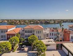 Park Shore Venetian Villas - 4000 Gulf Shore BLVD N 600